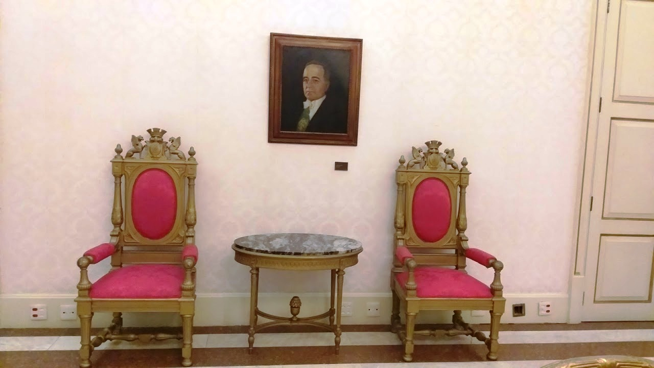 Mobiliários recentemente restaurados no Salão Nobre do Palácio Guanabara