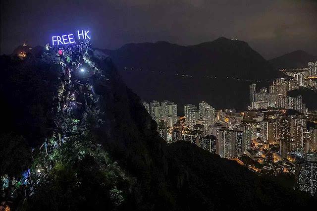 Liberdade para Hong Kong: os outrora ricos fogos de fim de ano foram toldados por um patético clamor pelo fim da ameaça comunista