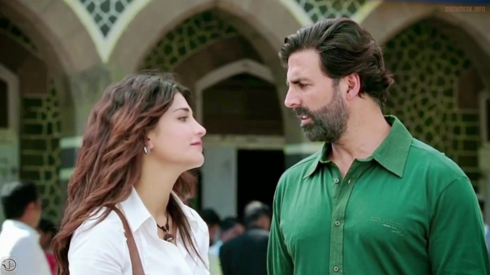 Shruti Haasan with Akshay Kumar in Gabbar is Back (2015), post surgery look, Directed by Krish