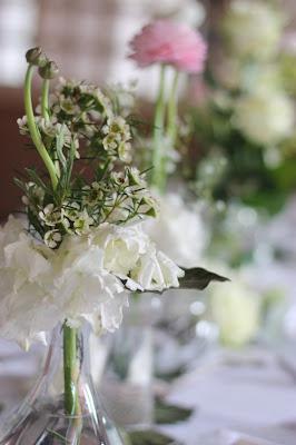 Tischblumen, Hochzeit, Instagram und Social Media, heiraten in Garmisch, Riessersee Hotel, Bayern, Berghochzeit, Natur, See, Mai