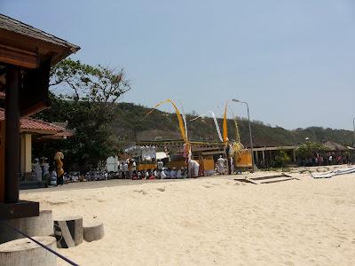 Upacara adat di Pantai Pandawa Bali