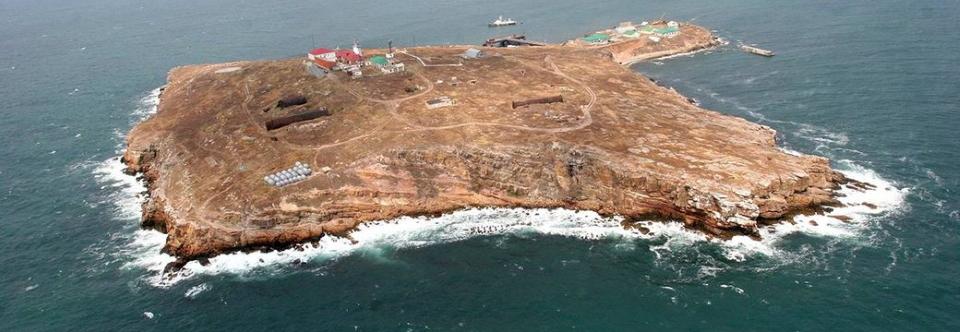 На острові Зміїний побудують морську систему зв'язку