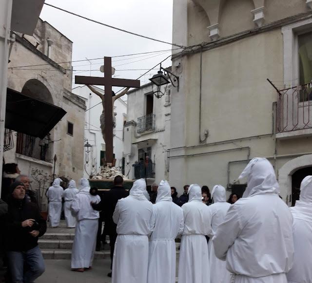 Cristo in croce, statua dei misteri a Castellaneta