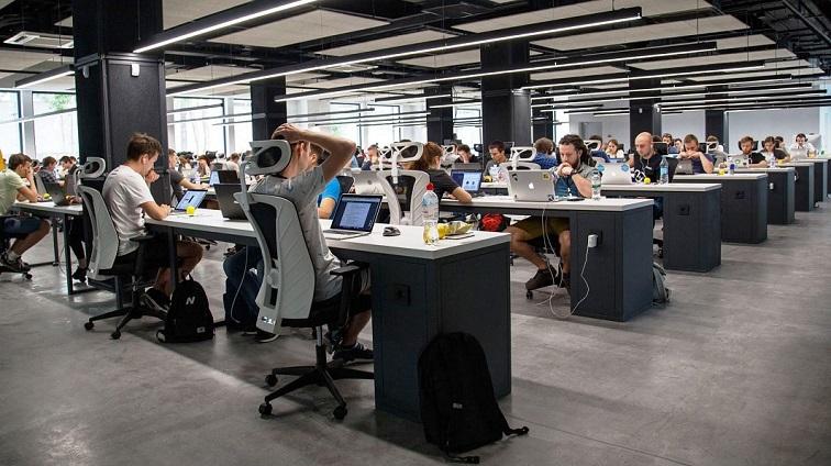 Bekerja di Kantor Open Space ternyata Membuat Karyawan Tersiksa, naviri.org, Naviri Magazine, naviri majalah, naviri