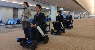 Incorporando elementos robóticos, essas cadeiras de rodas, desenvolvidas pela All Nippon Airways (ANA) e pela Panasonic, poderão navegar com segurança pelo aeroporto de forma independente, tornando-as uma solução de mobilidade ideal para passageiros com voos de conexão.
