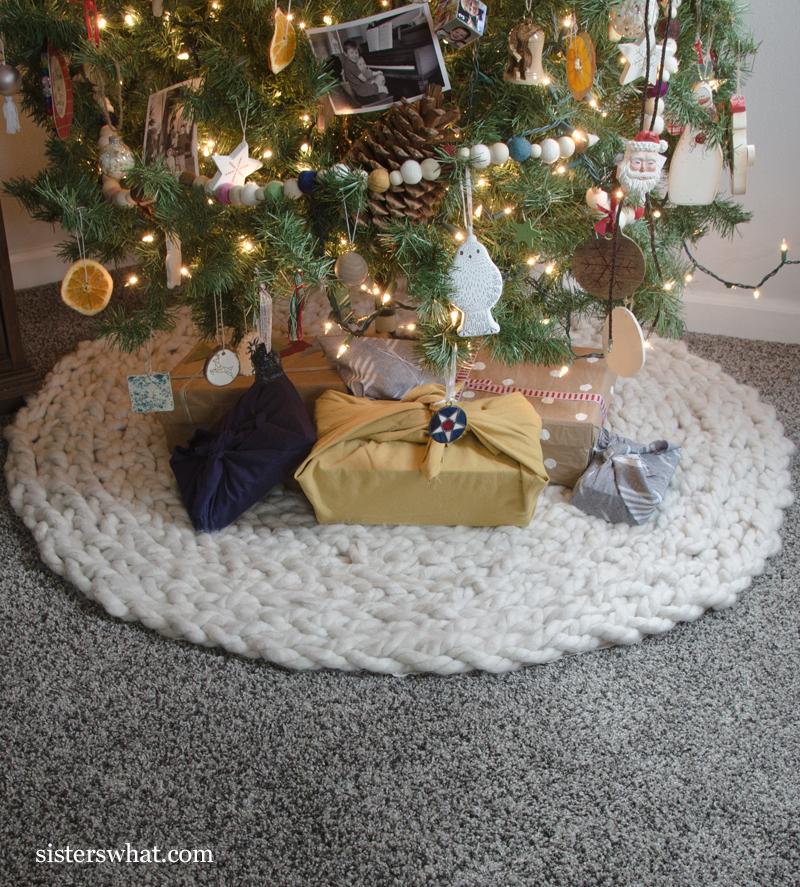 how to make a knit Christmas tree skirt