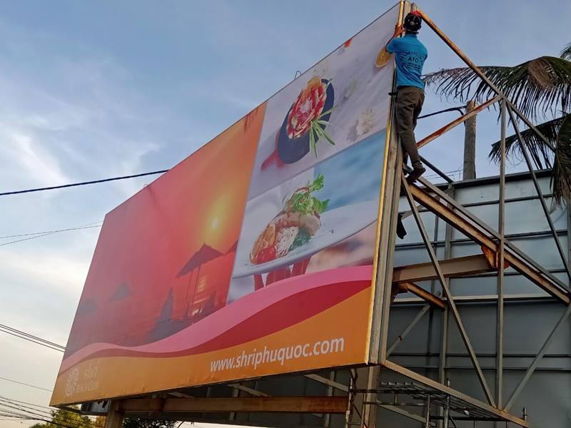 Hình ảnh thi công bảng hiệu quảng cáo Sunset Beach ngoài trời tại Phú Quốc