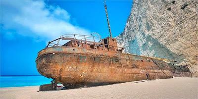 Risultati immagini per navi di contrabbandieri