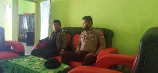 Bhabinkamtibmas Polsek Alla Polres Enrekang Berkunjung Ke Kantor Desa