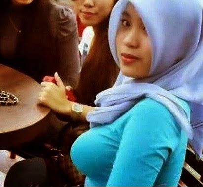 Malay budak sekolah main dlm jamban pancut dalam - 1 7