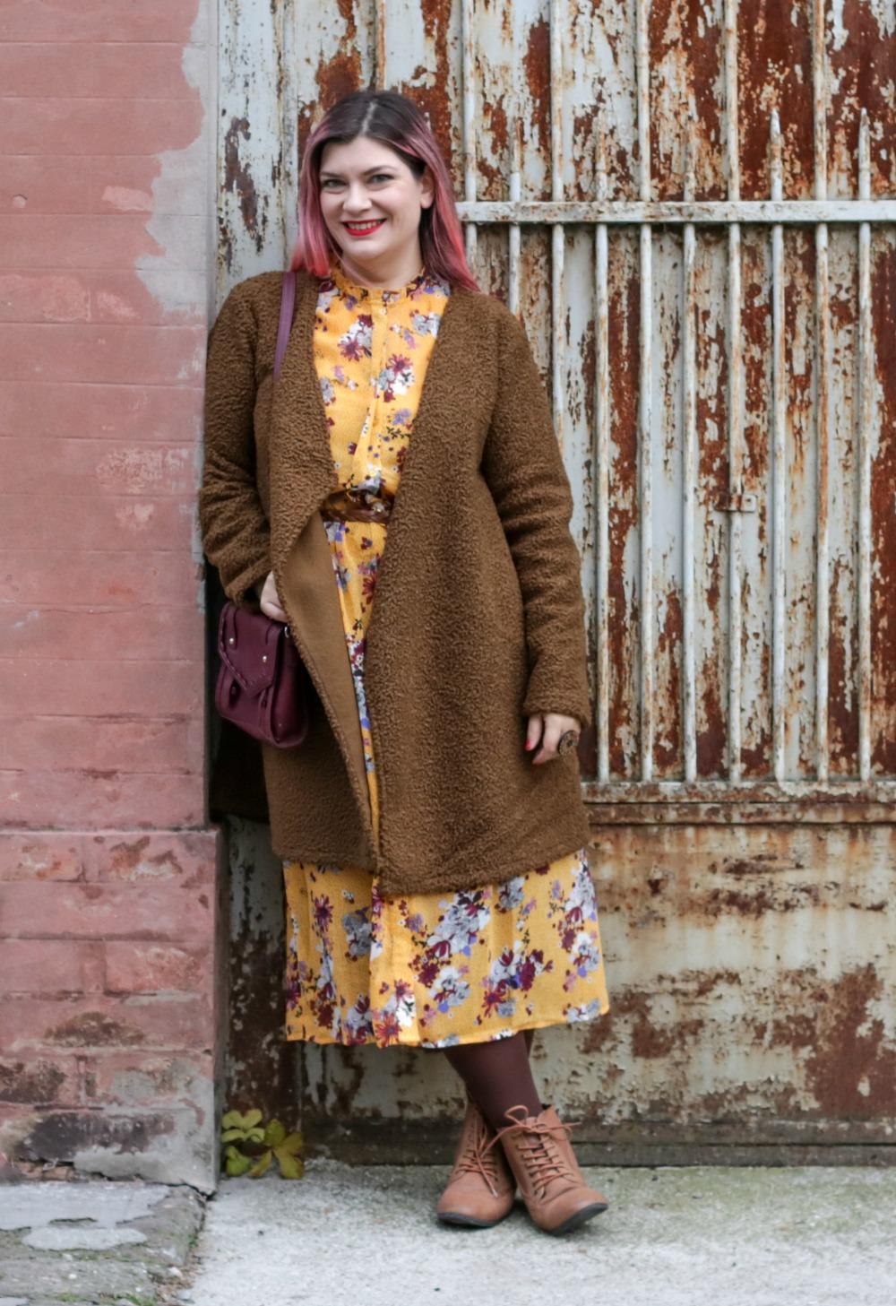 Come Abbinare Il Senape outfit: senape e marrone con un cappotto handmade come le