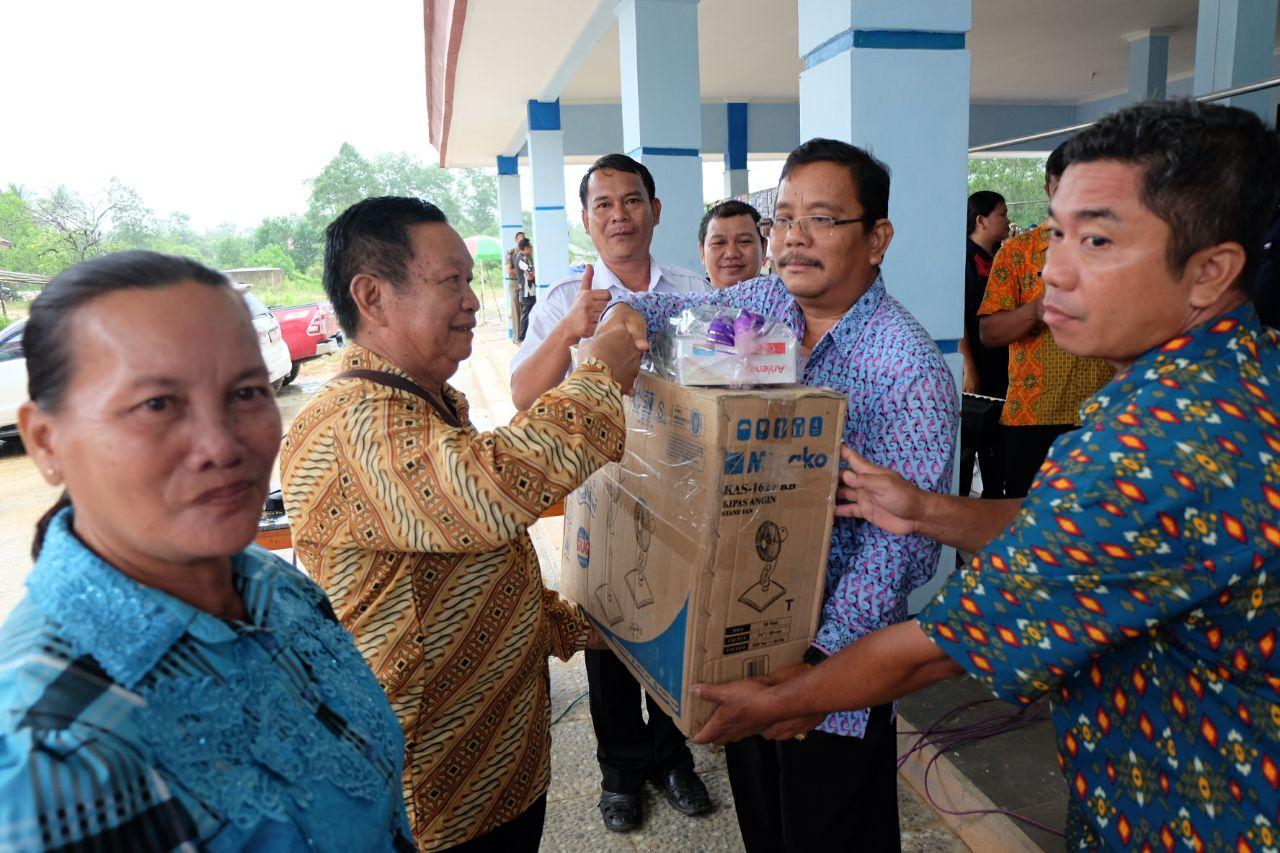 Foto 12: Peresmian Empat Pasar Rakyat di Kabupaten Sekadau di Resmikan oleh Bupati Sekadau, Jumat (6/4/2018).
