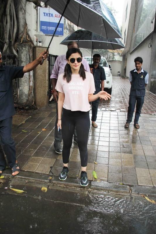 Alia Bhatt Spotted at Vishesh Films In Khar