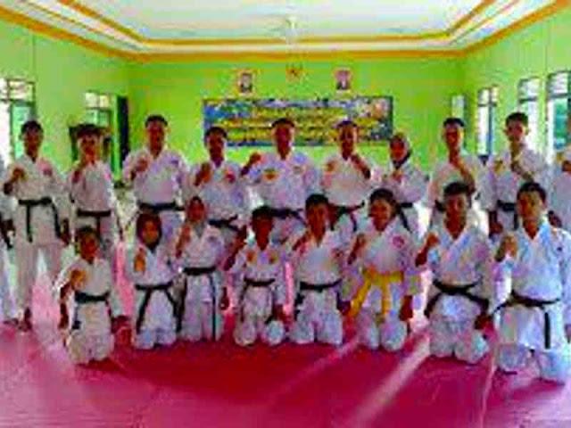Bambang Bawono Dukung 20 Atlet Karate di Kapuas ke Turnamen di Banjarmasin