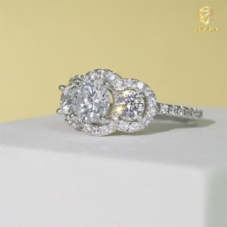 Nhẫn kim cương Feminine thiết kế sang trọng