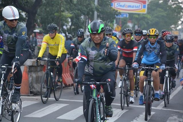 Peringati Hari Juang TNI AD, Pangdam III/Slw Gowes Gembira Lanjut Syukuran