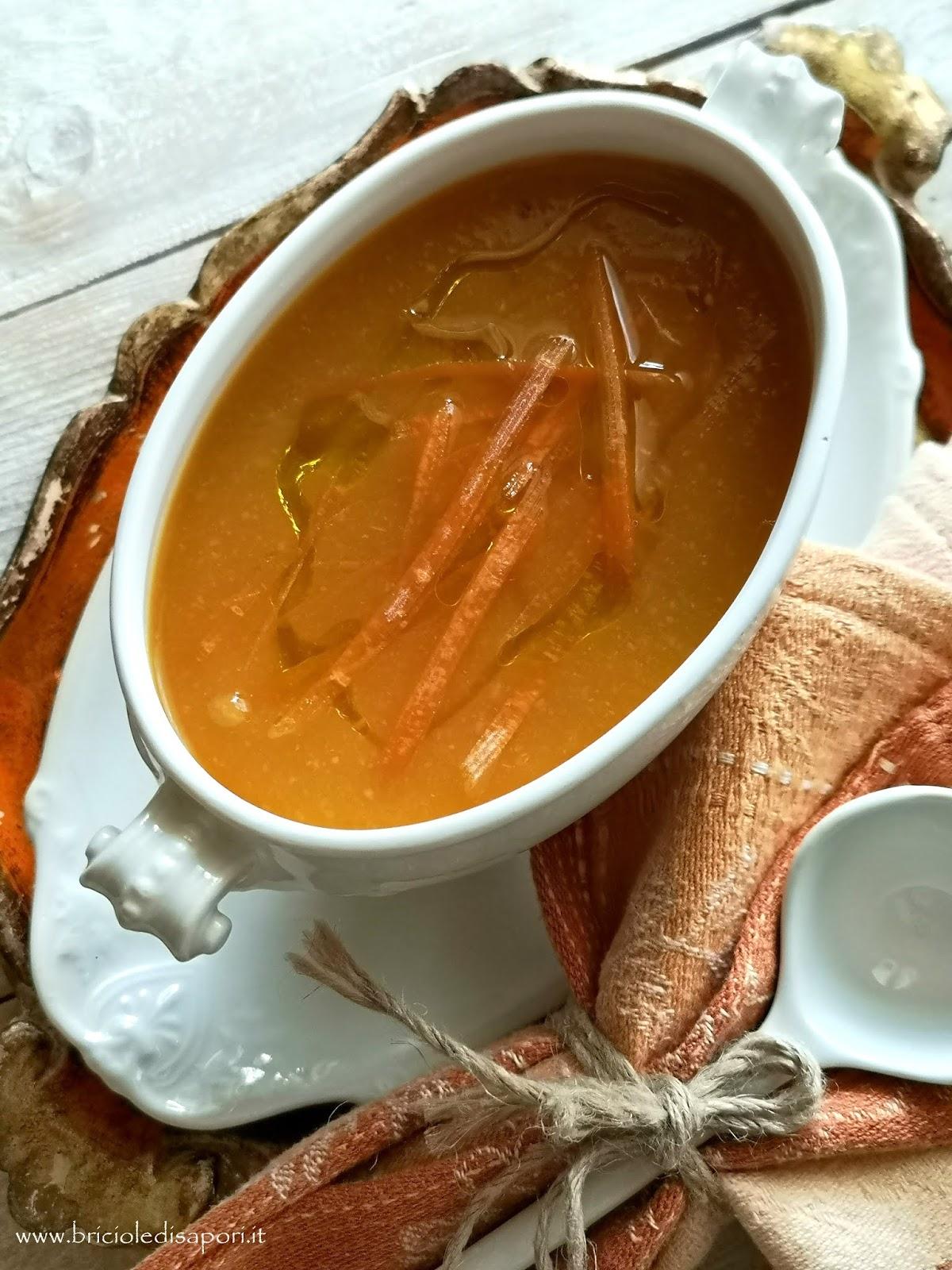 vellutata di carote e patate con crostini e guanciale croccante