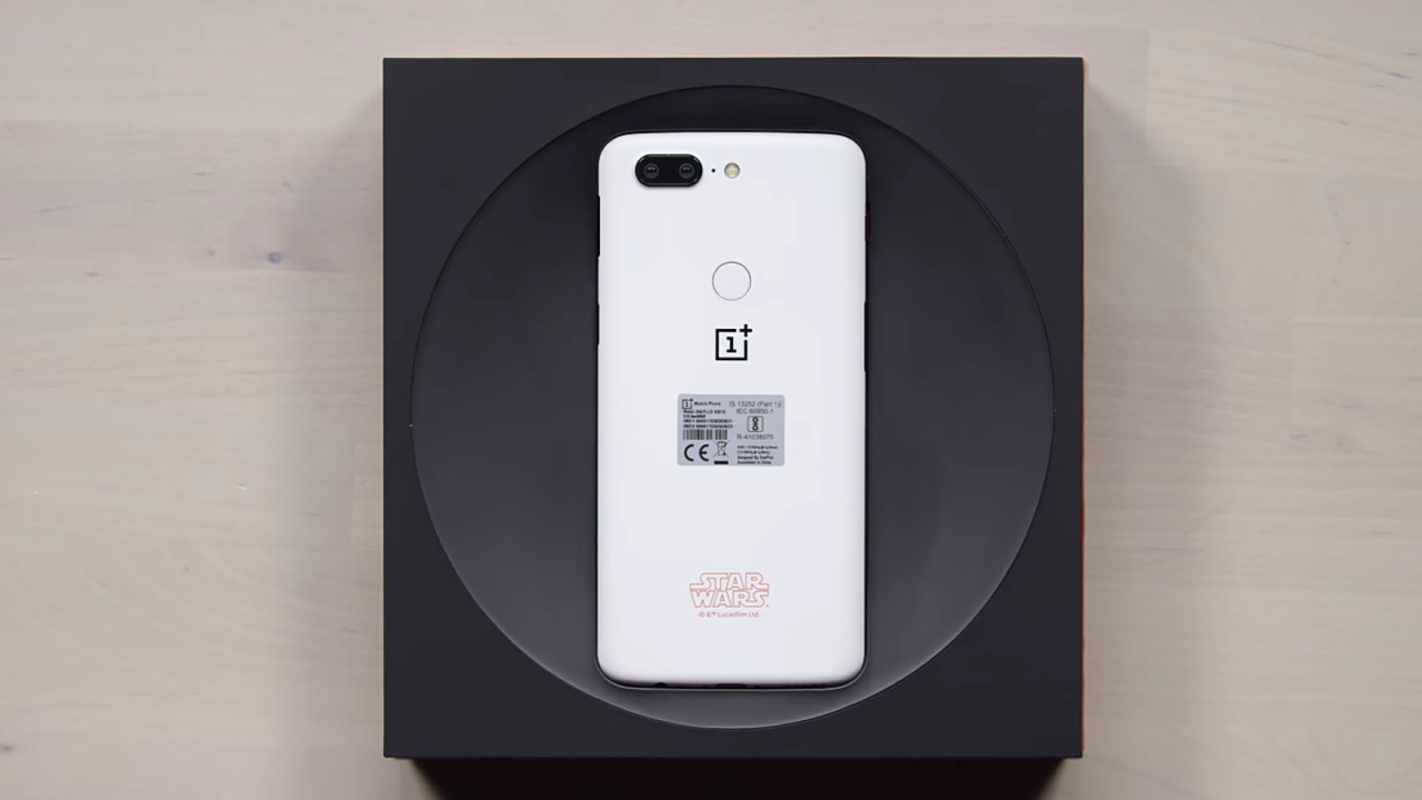 The OnePlus 5T Starwars Limited Edition Smart Phone