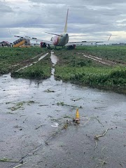 VietJet Airbus A321 Skids Off Runway At Ho Chi Minh City Airport In Heavy Rain