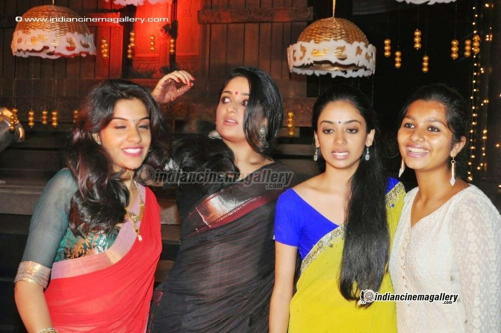 Click For Full Size Image: Kavya Madhavan Hot Navel Show