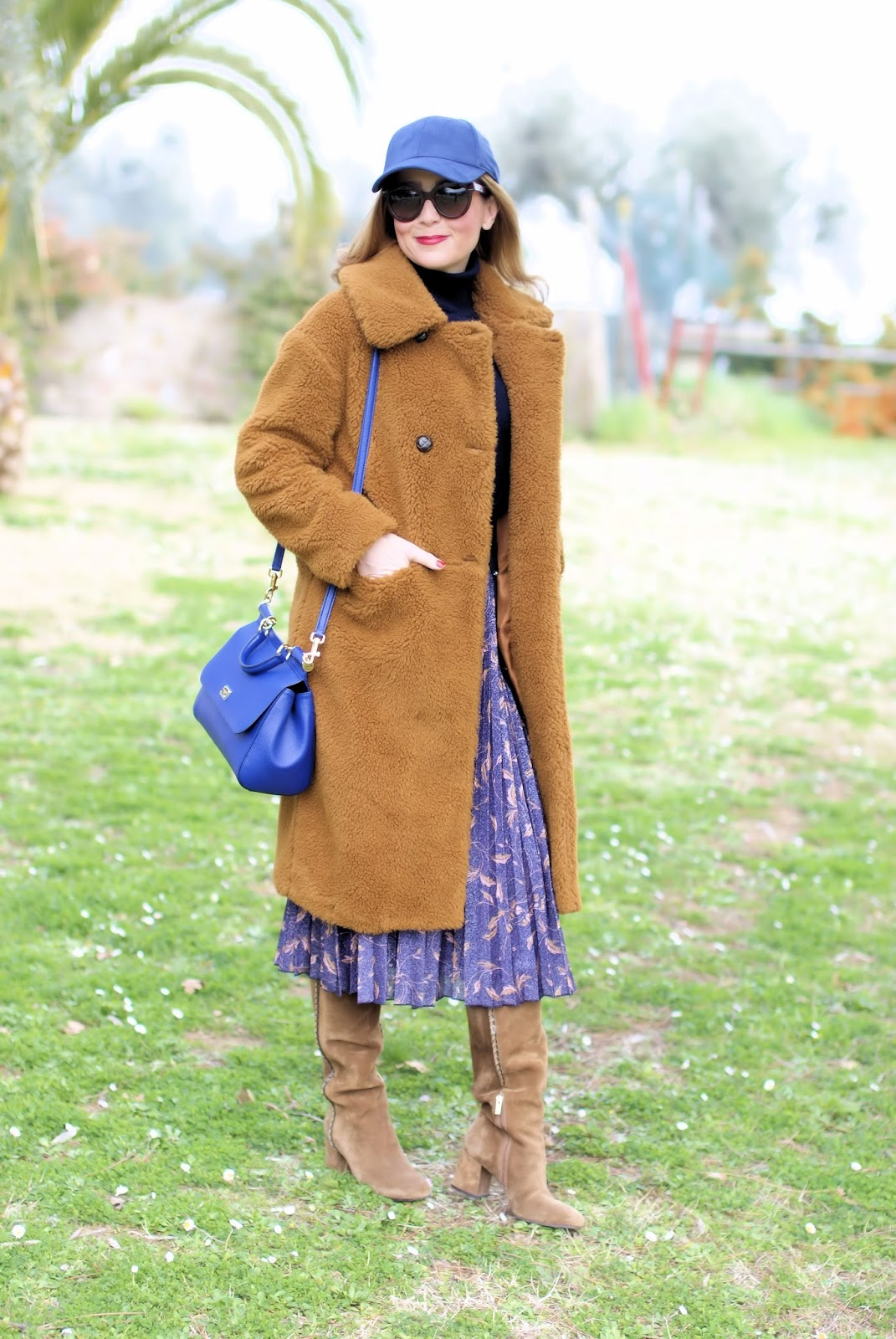 The Teddy Bear Coat cheap version from Topshop on Fashion and Cookies international fashion blog