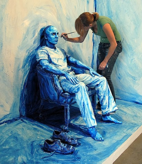 04-Blue-Print-Installation-02-Your-body-is-my-canvas-People-in-2D Paintings-Alexa-Meade-DC-Metro-www-designstack-co