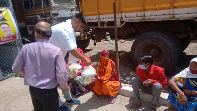 Vidisha today latest news : भाजपा के संस्थापक सदस्य स्व. कैलाश नारायाण सारंग की जन्म जयंती कटारे द्वारा गरीबों को राशन वितरण कर मनाई!!