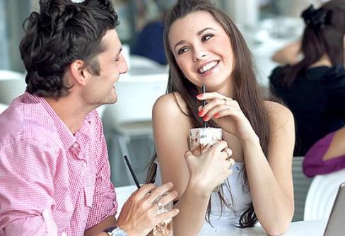 5 Hal Ini Yang Biasanya Dilihat Para Pria dari Wanita Saat Pertama Kenalan