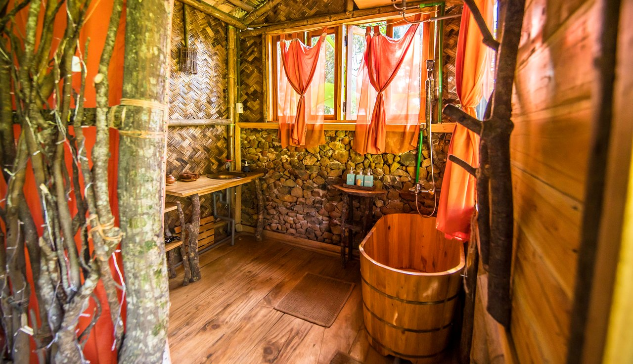 wood bathroom in pu luong tree house