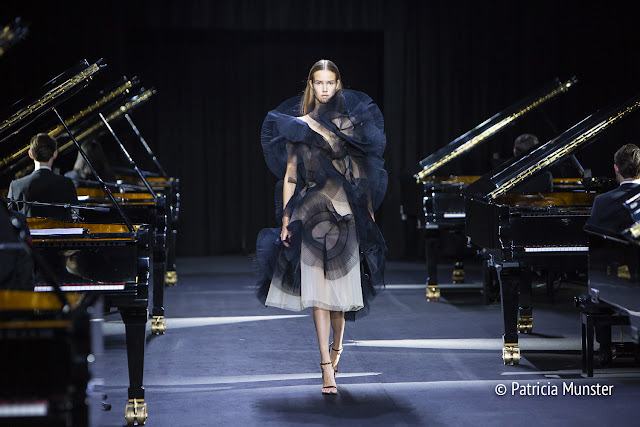 Sculptural Flowers - David Laport SS2019 - AFW2018 - grand pianos