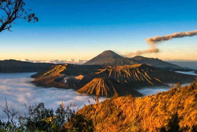 Alasan Kenapa Lebih Baik Wisata ke Indonesia Saja