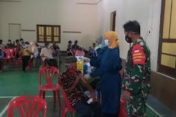 Vaksinasi Lansia Diamankan Babinsa Dan Bhabinkamtibmas Ceper