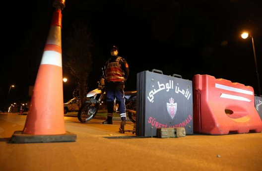 """المغرب يواجه """"طفرة كورونا"""" واحتفالات رأس السّنة بقرارات الإغلاق"""