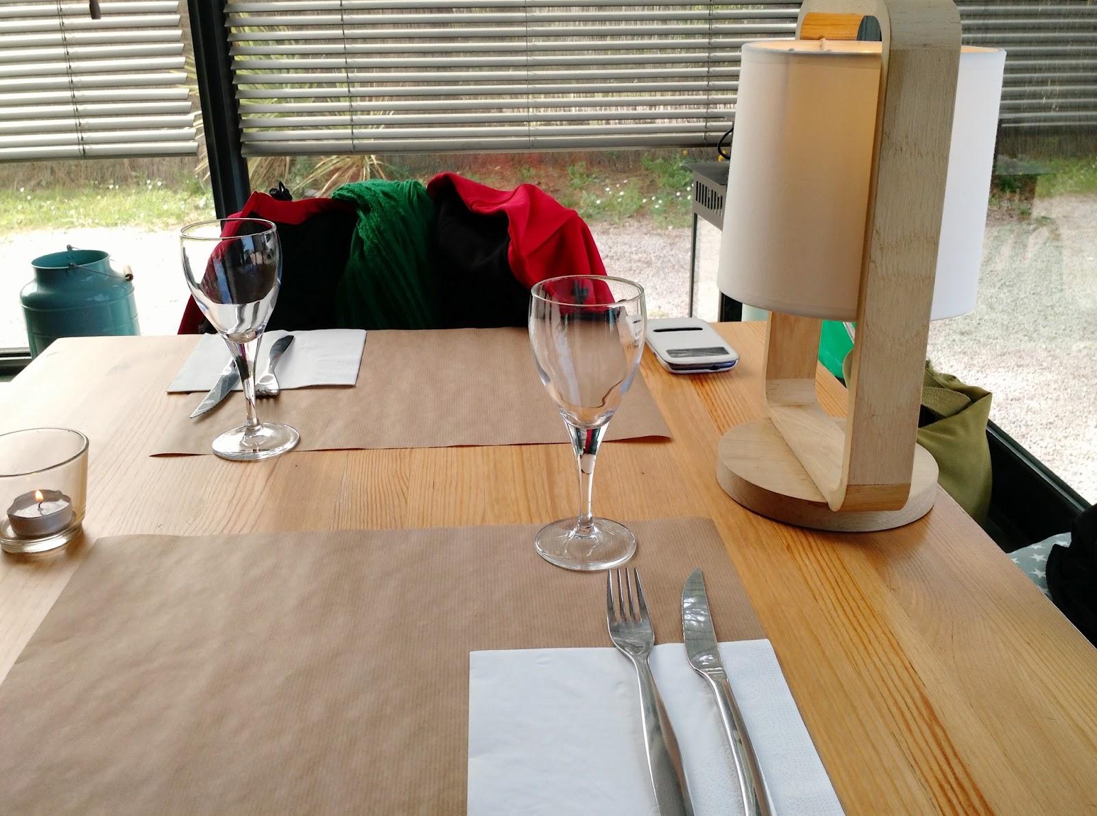 Le Chameau Bleu - Table de Ribote