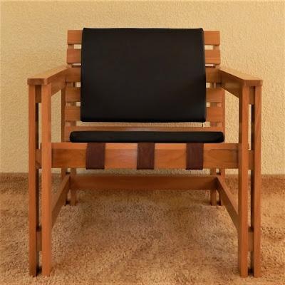 As almofadas do encosto e do assento possuem as mesmas dimensões e são intercambiáveis. Elas permitem variações de texturas e estampas através de capas opcionais.