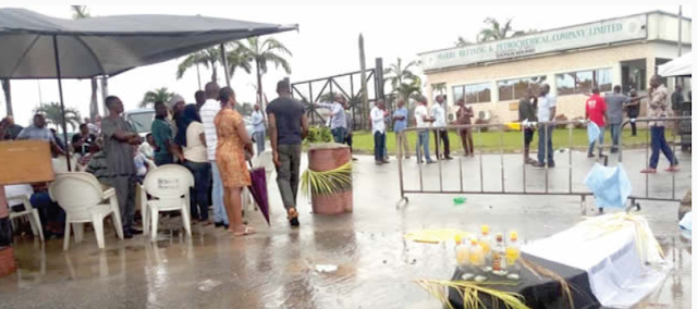 Protesting NNPC workers, put coffin at refinery