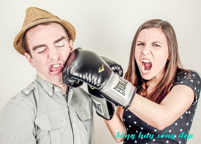 8 điều người phụ nữ khôn ngoan không bao giờ làm khi giận chồng