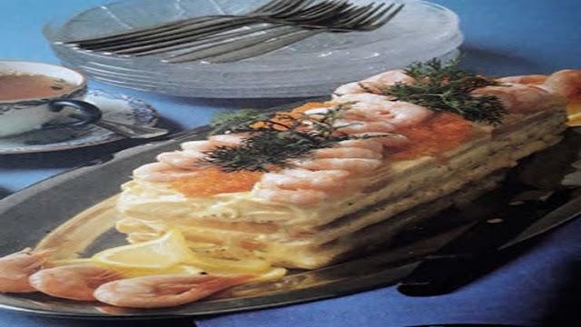 Smörgåstårta med räkor och kaviar - enkelt recept