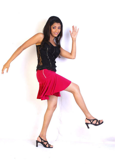 Malayalam Actress Mamta Mohandas Throwback Pics in Red Skirt Navel Queens