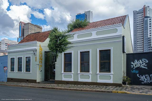 Duas casas na Rua Saldanha Marinho