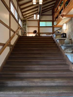 フロントへの階段