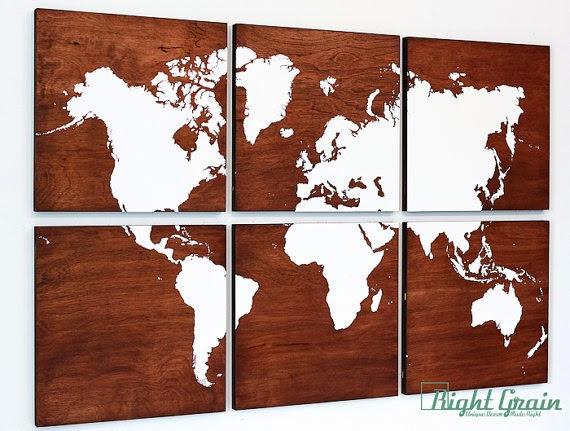خريطة العالم على قطع خشبية