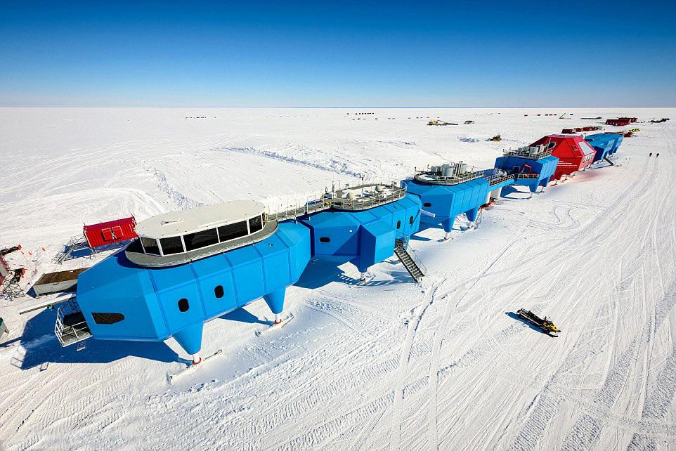 Исследовательская станция в Антарктиде