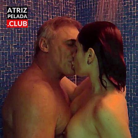 Fernanda Vasconcellos pelada no banho