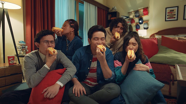"""Look back at all the Jolly Hotdog """"todo sarap"""" ads from the year!"""