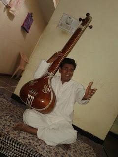 प्रदेश भर में शास्त्री संगीत का अलख जगा रहे युवा डाक्टर चौरसिया-Youth-Artist-Chaurasia-waking-up-the-classical-music-of-the-state