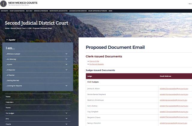 דוגמא לדף אינטרנט בית משפט בניו מקסיקו שם מוסבר איך להגיש בקשות לבית המשפט עם מיילים של השופטים.