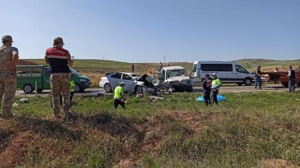 Tokat'ta hafif ticari araç ile otomobil çarpıştı 4 ölü