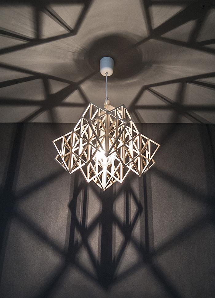 Lampa wisząca inspirowana Skandynawią.