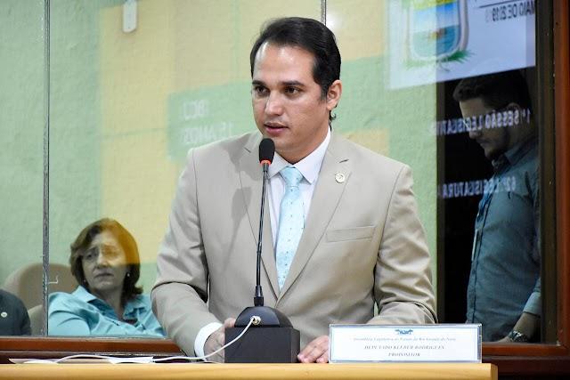 Deputado Kleber Rodrigues apresenta projeto Pró-emprego, destinado a pessoas desempregadas há mais de dois anos